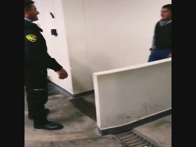 Những tình huống có một không hai khi bạn cả gan trêu cảnh sát
