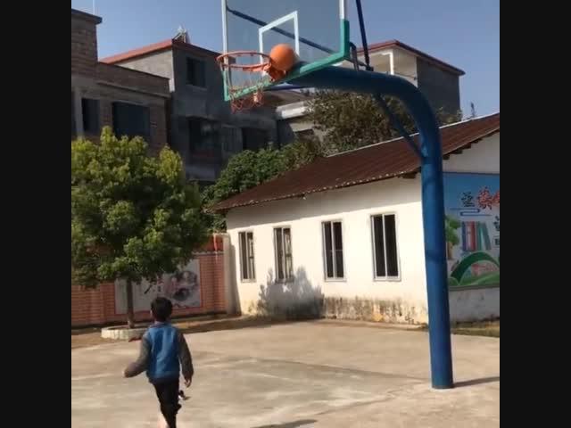 Chơi bóng rổ phong cách Hai Lúa