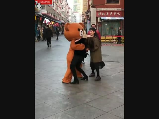 Chú gấu tăng động