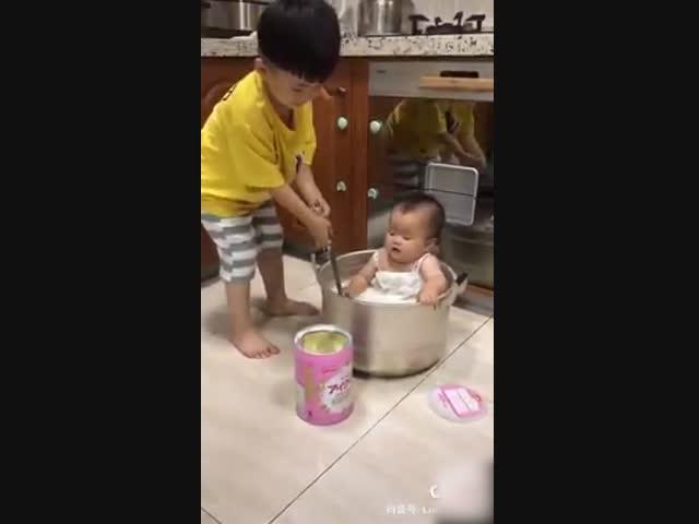 Khi mẹ bảo cho em uống sữa...