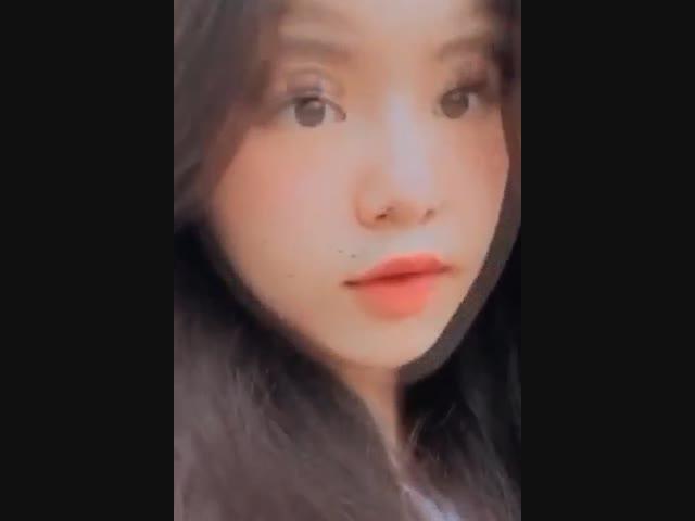 """Khoe nhẹ clip cận mặt, Lọ Lem nhà MC Quyền Linh lại khiến dân tình """"đứng tim"""""""