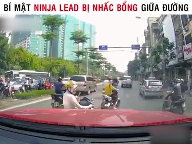 Lý do 'chị Ninja' bị nhấc bổng cả người lẫn xe trên đường