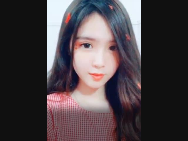 Nữ sinh Sa Đéc 18 tuổi mang dòng máu Việt-Trung