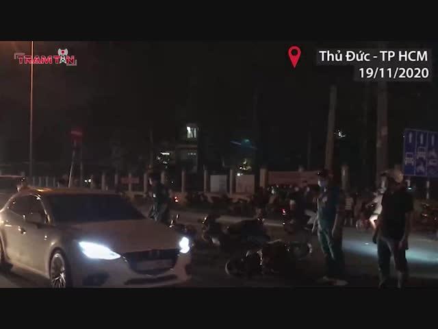 Kinh hoàng vụ ôtô tông hàng loạt xe máy ở TP.HCM