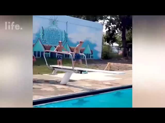 Hài thể thao - Khi chị em xuống nước - Phần 2