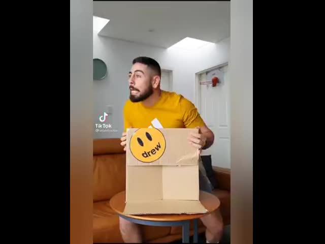 Cảm xúc khi được đập hộp 1 món đồ mới