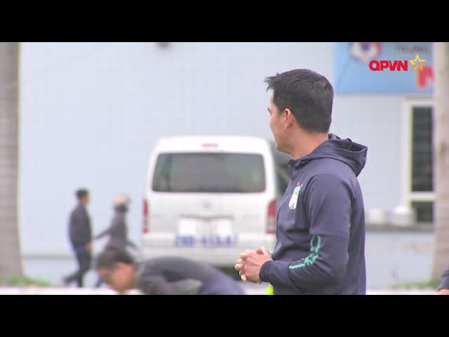 HLV Kiatisuk về nước thăm gia đình, đập tan tin đồn dẫn dắt ĐT Thái Lan