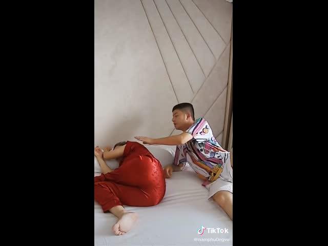 Làm sao để được ôm vợ khi ngủ