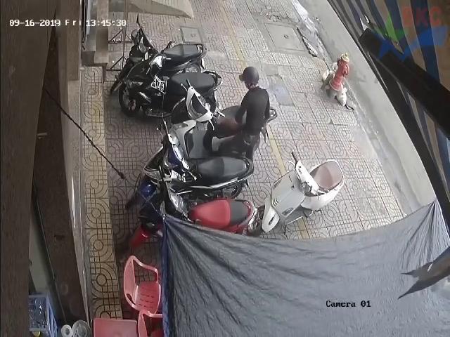 Pha trộm xe mở bát đầu năm và cái kết | Coi cấm cười TV