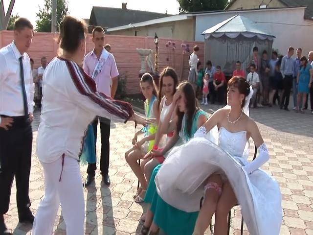 Cô dâu đỏ mặt với trò kỳ cục của lũ bạn thân   Xem là thích  | Coi cấm cười TV