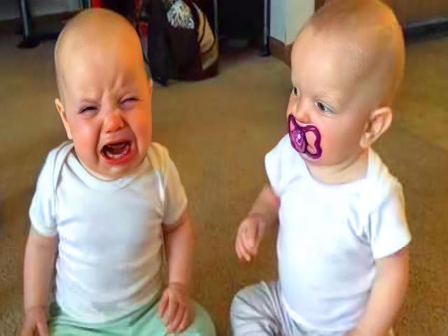 Video trẻ em sinh đôi dễ thương và vui nhộn #1  | Coi cấm cười TV