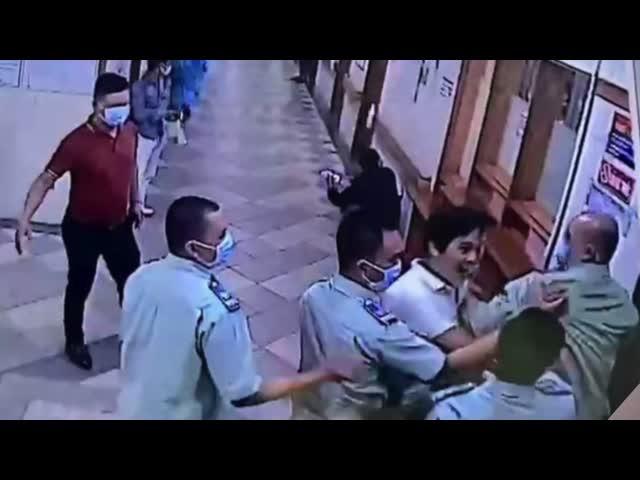 Kinh hoàng clip côn đồ hành hung người ngay tại khoa Cấp cứu Bệnh viện Trung ương Huế