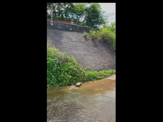 Hài hước bên con sông