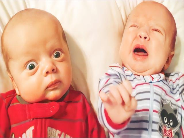 Video trẻ em sinh đôi dễ thương và vui nhộn