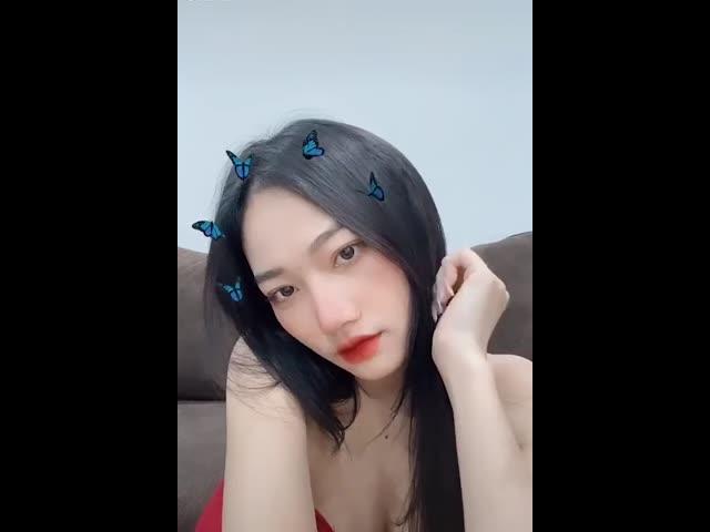 Hot girl Quảng Ninh khoe dáng với vòng 1 căng tròn