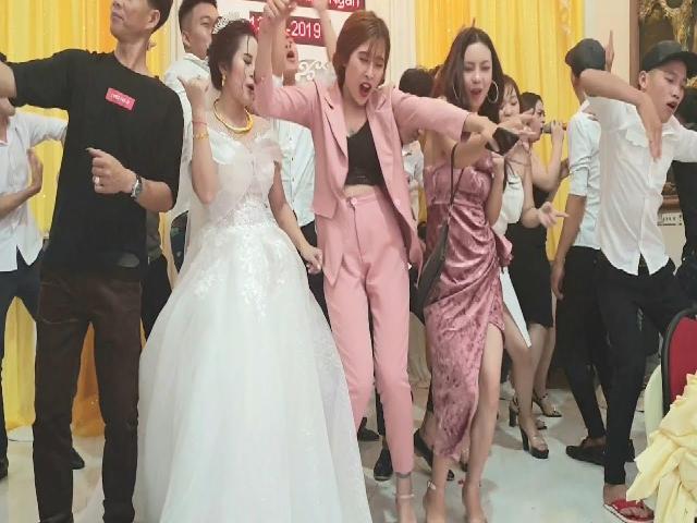 Dance đám cưới cực xung, không gì bằng lũ bạn thân và cái kết !