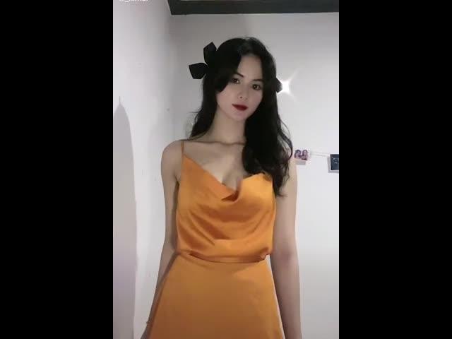 Hot girl Nha Trang đi đến đâu gây chú ý đến đó vì cái tên lạ