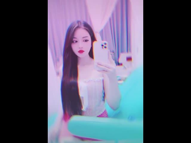 Nữ sinh Quảng Nam xinh đẹp được ví như búp bê sống